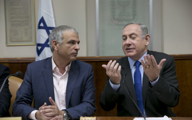 Prime Minister Benjamin Netanyahu with Finance Minister Moshe Kahlon during the weekly cabinet meeting at his office in Jerusalem, on February 19, 2017. (Olivier Fitoussi/POOL)