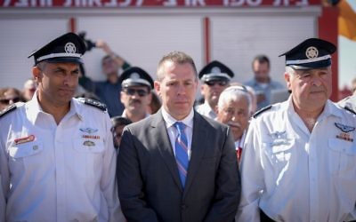 Public Security Minister Gilad Erdan attends an induction ceremony for firefighting commissioner Dedi Samchi on March 06, 2017 (Flash90)