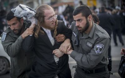 Ultra-Orthodox Jews protest against the jailing of a Jewish seminary student who failed to comply with an army recruitment order, Jerusalem, March 15, 2017. (Yonatan Sindel/Flash90)