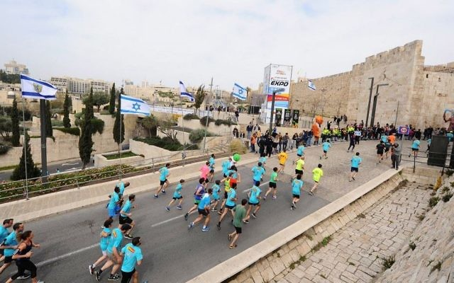 Thousands of runners take part in the 2017 international Jerusalem Marathon on March 17, 2017. (Mendy Hechtman/Flash90)