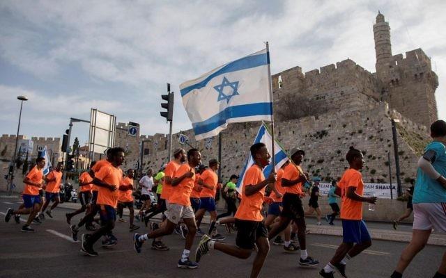 Thousands of runners take part in the 2017 international Jerusalem Marathon on March 17, 2017. (Yonatan Sindel/Flash90)
