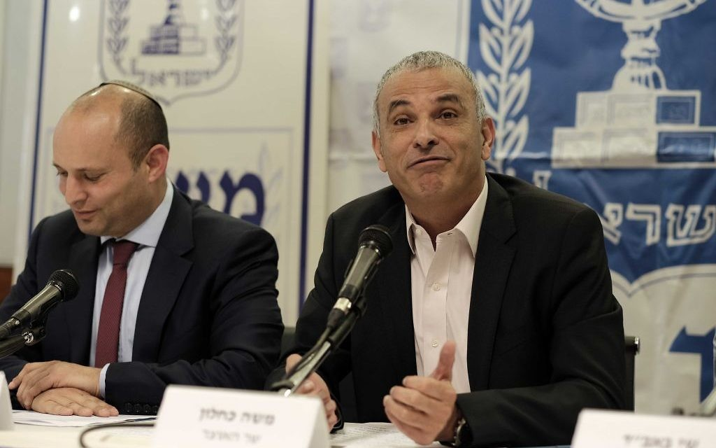 Finance Minister Moshe Kahlon, right, and Israeli Minister of Education Minister Naftali Bennett attend a press conference in Tel Aviv on March 19, 2017. (Tomer Neuberg/Flash90)