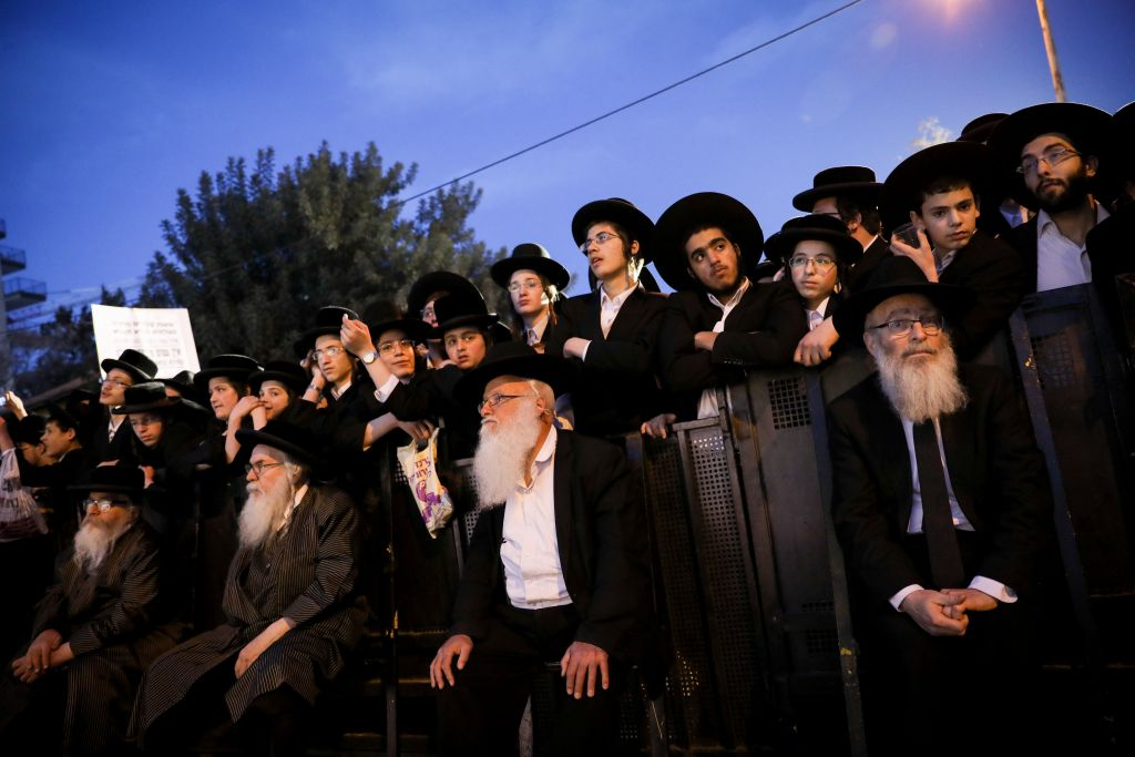 Thousands of ultra orthodox Jews protest the arrest of ultra-Orthodox draft dodgers, as they attend a rally against army recruitment in Jerusalem. March 28, 2017. (Yonatan Sindel/FLASH90)