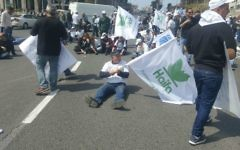 Haifa Chemicals workers protesting ammonia tank closure in Tel Aviv (Courtesy: Tal Gimpel)