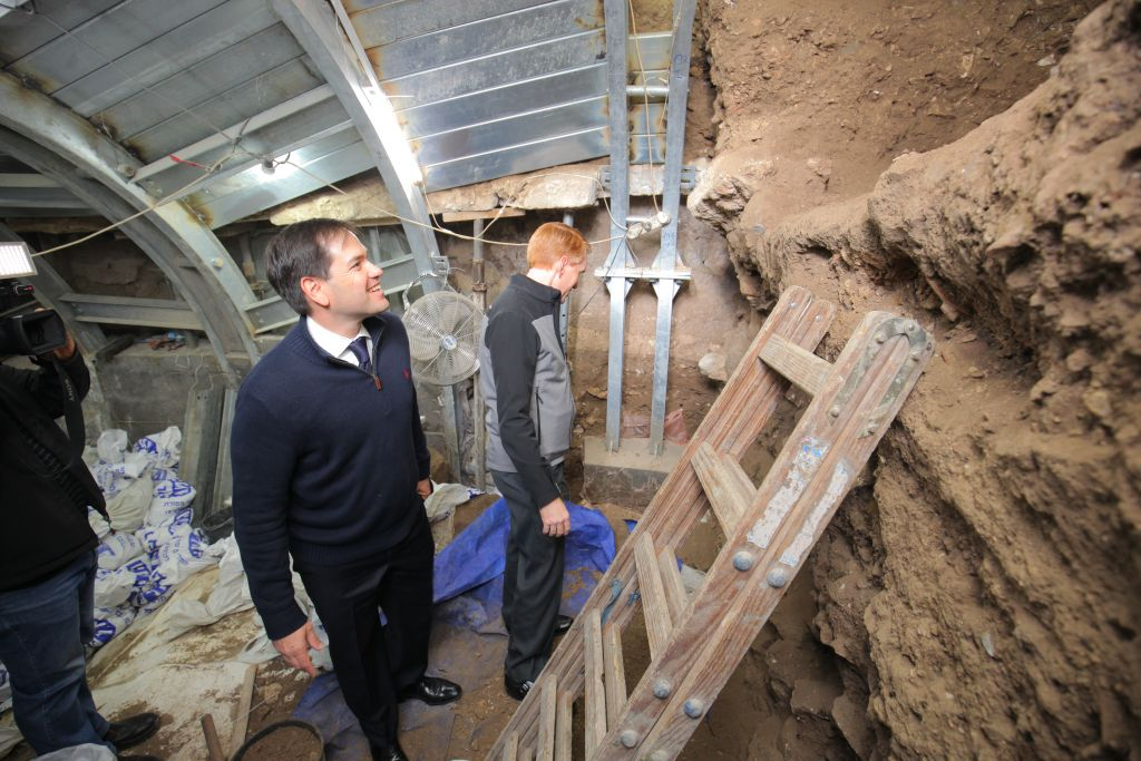 Florida Senator Marco Rubio (l) and Oklahoma Senator James Lankford visit Jerusalem's City of David archaeological site, March 19, 2017 (Koby Harati/City of David)