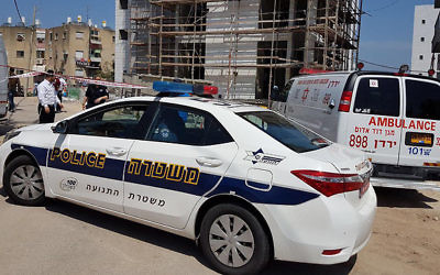 Police and paramedics at the scene of a suspected murder in the northern city of Tiberias, March 29, 2017. (MDA spokesperson)