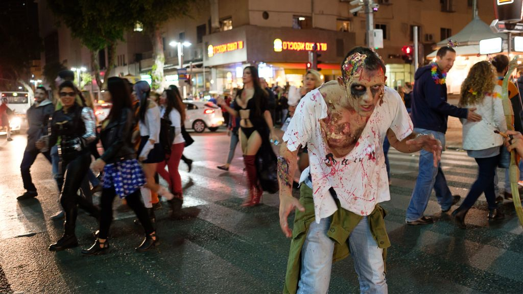 Israelis take part in an annual Zombie Walk ahead of the Jewish holiday of Purim in Tel Aviv, March 11, 2017. (Yaniv Nadav/Flash90)