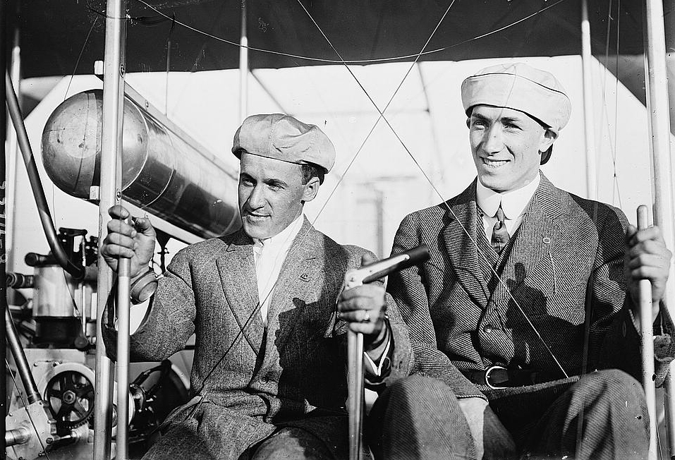 Early aviators Arthur L. Welsh (left) and G.W. Beatty. (Public domain)