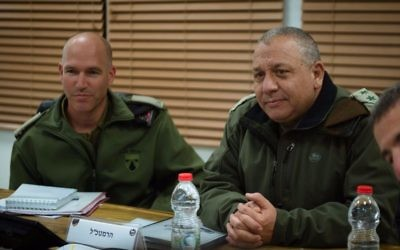 IDF Chief of Staff Gadi Eisenkot, right, visits a surprise exercise led by Brig. Gen. Sa'ar Tzur, left, on March 21, 2017. (IDF Spokesperson Unit)