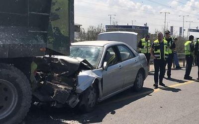 The scene of a fatal car crash on Route 4, near the Gan Yavneh Junction on March 24, 2017. (Israel Police)