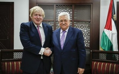 British Foreign Secretary Boris Johnson shakes hands with Palestinian President Mahmoud Abbas during their meeting in the West Bank city of Ramallah on March 8, 2017. (AFP Photo/Abbas Momani)