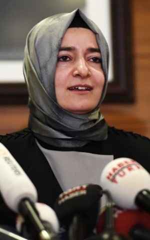 Turkey's Family Minister Fatma Betul Sayan Kaya speaks to the media after arriving at the Ataturk International airport, Istanbul, Turkey, on March 12, 2017. / AFP PHOTO / OZAN KOSE