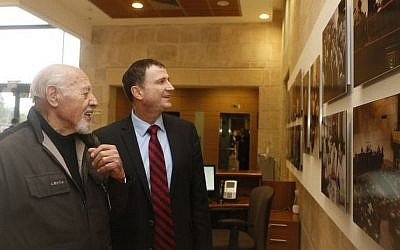Knesset Speaker Yuli Edelstein (R) with the late David Rubinger at an exhibition of the latter's photographs at the Knesset (Photo by Itzak Harari)