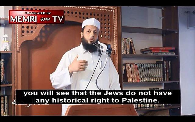 Sheikh Wael Al-Ghitawi delivers a sermon in Al-Andalous Islamic Center in Montreal, November 2014. (Screen capture: MEMRI TV)