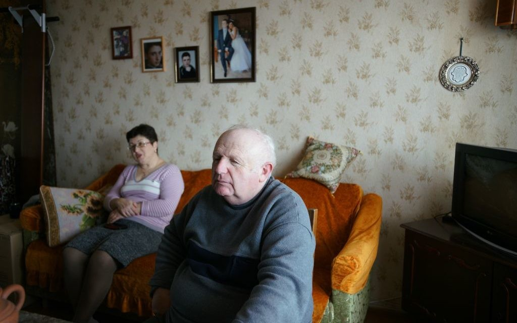 Yefim Vygodner and wife Tamara at their home in Bershad, Ukraine, March 9, 2017. (Cnaan Liphshiz/JTA)