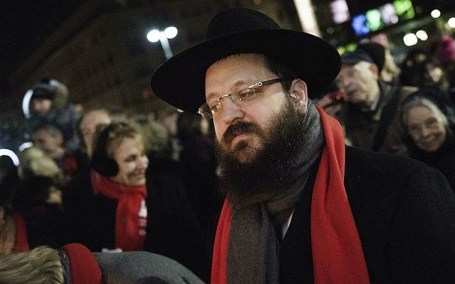 Rabbi Yehuda Teichtal at a Hanukkah ceremony at the Brandenburg Gate in Berlin, December 6, 2015. (Carsten Koall/Getty Images/via JTA)