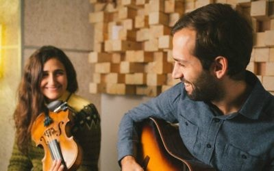 Tamar&Netanel, the American folk-singing Israeli duo, performs at Jerusalem's Confederation House on Thursday, April 20, 2017 (Courtesy Yarden Lior)