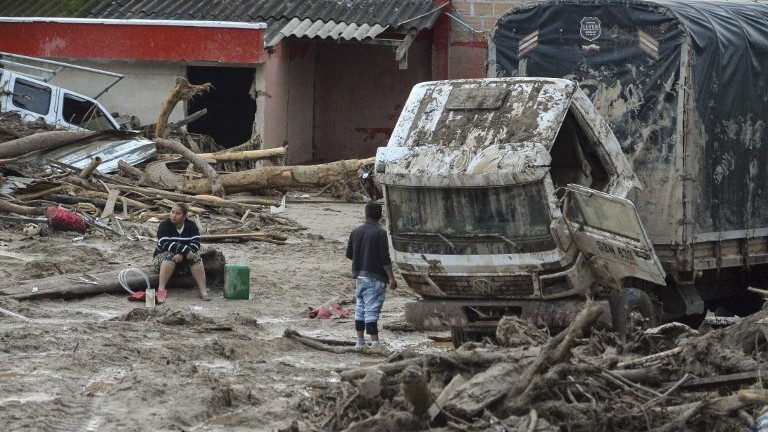 the causes and devastation of the avalanches The avalanche — or perhaps a series of avalanches hidden in a massive white cloud — plowed into a part of base camp (more: earthquake devastation in nepal.