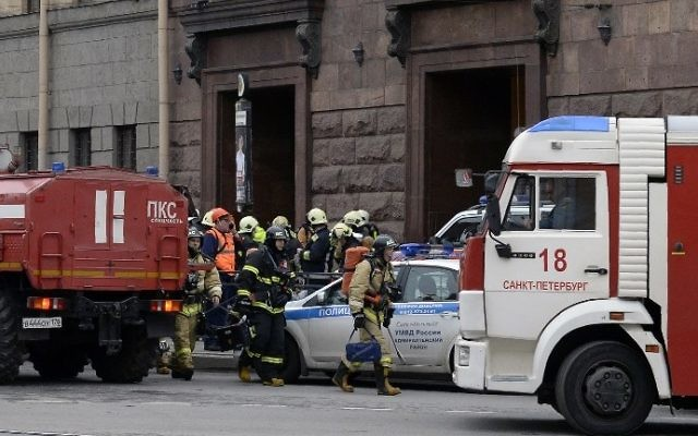 Emergency services personnel are seen at the entrance to the Technological Institute metro station in Saint Petersburg on April 3, 2017. (AFP Photo/Olga Maltseva)