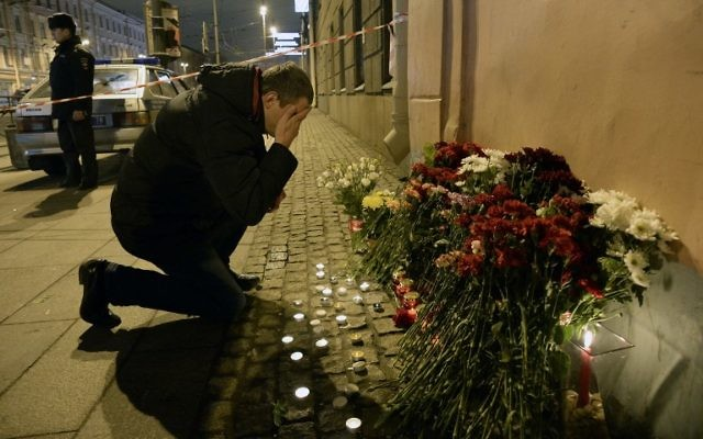 A man reacts as he places flowers in memory of victims of the blast in the Saint Petersburg metro outside Technological Institute station on April 3, 2017. (AFP/Olga MALTSEVA)