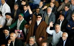 Iranians shout anti-US slogans during Friday prayer in Tehran on April 7, 2017. (AFP/STR)