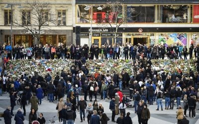 Two days after a man drove a truck into crowds, people gather at a makeshift memorial near the point where the vehicle crashed into a department store, in Stockholm, Sweden,  April 9, 2017. (AFP/Jonathan NACKSTRAND)