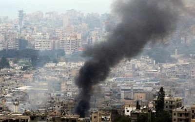 Smoke rises during clashes in Ein al-Hilweh camp, Lebanon's largest Palestinian refugee camp, near the southern coastal city of Sidon, on April 9, 2017. (AFP PHOTO / Mahmoud ZAYYAT)