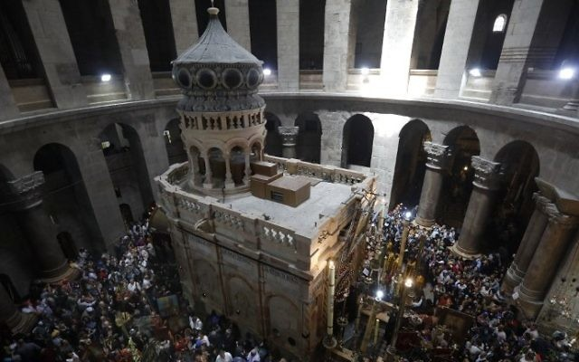 Christian Orthodox communities attend the Palm Sunday Easter procession at the Church of the Holy Sepulchre in Jerusalem's Old City on April 9, 2017. (AFP Photo/Gali Tibbon)