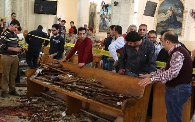 A general view shows forensics collecting evidence at the site of a bomb blast which struck worshipers gathering to celebrate Palm Sunday at the Mar Girgis Coptic Church in the Nile Delta City of Tanta, Egypt on April 9, 2017. (AFP PHOTO / STRINGER)