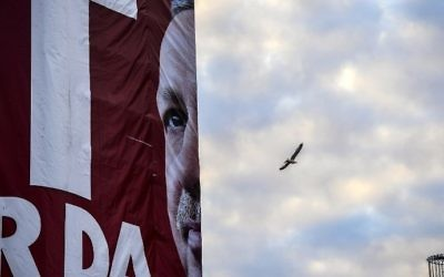 A huge poster of Turkish President Recep Tayyip Erdogan is draped over part of a building in Istanbul on April 9, 2017.  (AFP PHOTO / BULENT KILIC)