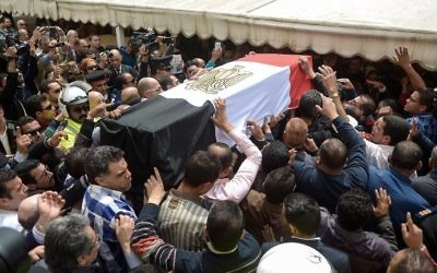 Egyptians carry the coffin of policewoman Brigadier Nagwa el-Haggar during her funeral on April 10, 2017. (AFP Photo/Stringer)