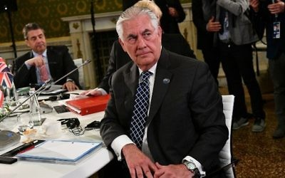 German Foreign Minister Sigmar Gabriel (L) and US Secretary of State Rex Tillerson sit at a table on the second day of a meeting of foreign ministers from the Group of 7 industrialized countries on April 11, 2017 in Lucca, Italy. (AFP Photo/Vincenzo Pinto)