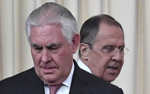 Russian Foreign Minister Sergei Lavrov (R) and US Secretary of State Rex Tillerson arrive to attend a press conferece after their talks in Moscow on April 12, 2017. (AFP Photo/Alexander Nemenov)