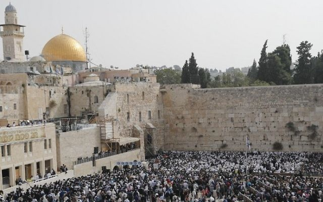 Jewish people take part in the priestly blessing ceremony during the Passover holiday at the Western Wall in the Old City of Jerusalem on April 13, 2017. (AFP Photo/Thomas Coex)