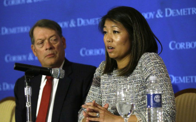 Crystal Dao Pepper (right), daughter of Dr. David Dao, sits with attorney Stephen Golan during a news conference  in Chicago, Illinois, on April 13, 2017. (AFP/Joshua Lott)