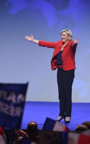 French presidential election candidate for the far-right Front National (FN) party Marine Le Pen gestures as she arrives on stage during a campaign meeting on April 17, 2017 in Paris. (AFP PHOTO / ALAIN JOCARD)
