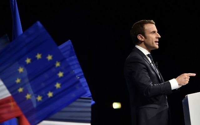 French presidential election candidate for the En Marche ! movement Emmanuel Macron gestures as he delivers a speech during a campaign meeting in Nantes, on April 19, 2017. (AFP PHOTO / JEAN-SEBASTIEN EVRARD)
