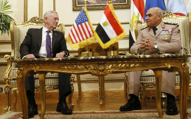 Egypt's Minister of Defence Sedki Sobhy welcomes US Defense Secretary James Mattis at the Ministry of Defense in Cairo on April 20, 2017. (Jonathan Ernst/Pool/AFP)