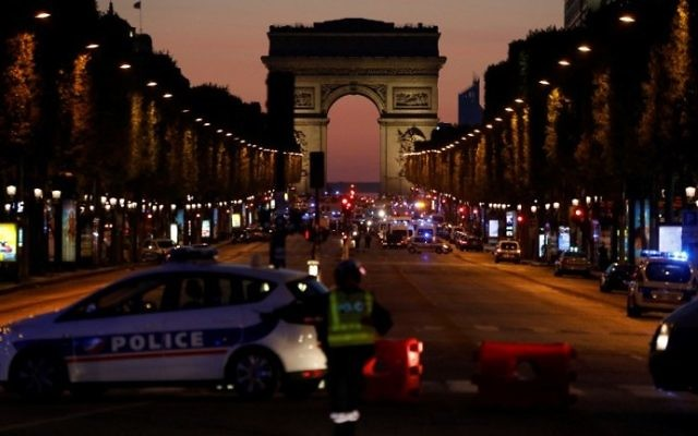 Police officers block the access to the Champs Elysees in Paris after a shooting on April 20, 2017 (AFP Photo/Ludovic Marin)