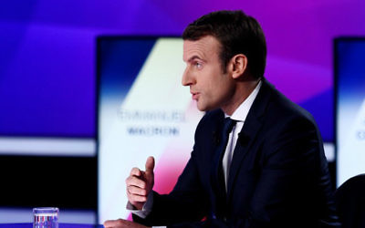 "French presidential election candidate for the En Marche ! movement Emmanuel Macron takes part in a special political TV show entitled ""15mn to convince"" at the studios of French television channel France 2 in Saint-Cloud, west of Paris, on April 20, 2017, a few days ahead of the first round of the presidential election. (Martin BUREAU / AFP)"