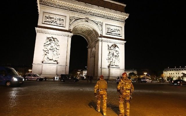 Soldiers patrol near the Arc de Triomphe after a shooting killed a police officer and injured two others on the Champs-Elysees in Paris, France, on April 20, 2017. (AFP/Benjamin Cremel)