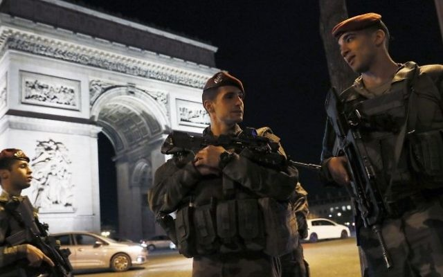 French soldiers stand guard at the Arc de Triomphe near the Champs Elysees in Paris after a shooting on April 20, 2017. AFP/ THOMAS SAMSON)