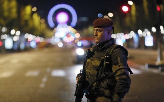 A French soldier stands guard on the Champs Elysees in Paris after a shooting on April 20, 2017. (AFP / THOMAS SAMSON)
