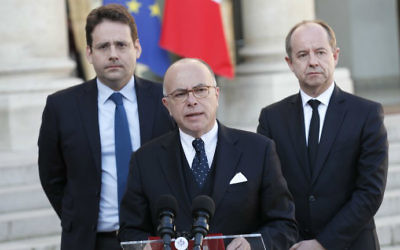 French Prime Minister Bernard Cazeneuve speaks next to Interior Minister Matthias Fekl (L) and Justice Minister Jean-Jacques Urvoas after a meeting of the Defense Council on April 21, 2017 at the Elysee Palace in Paris, after a gunman opened fire on police on the Champs Elysees. (THOMAS SAMSON / AFP)