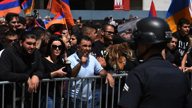 Thousands of members of the Armenian community gather outside the Turkish Consulate in Los Angeles, April 24, 2017, on the 102nd anniversary of the Armenian genocide. (AFP Photo/Mark Ralston)