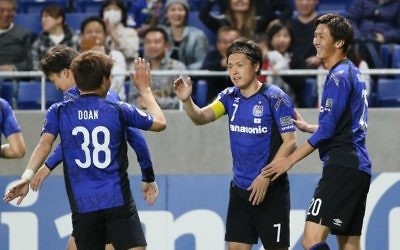 Japan's Gamba Osaka midfielder Ritsu Doan (L) celebrates his goal against Australia's Adelaide United during the AFC Champions League soccer match at Suita Stadium in Osaka prefecture on April 25, 2017. (AFP/Jiji Press/STR)