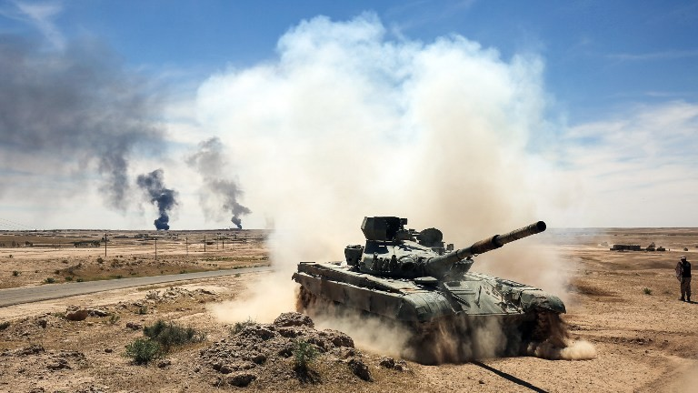 An Iraqi-modified T-72M tank belonging to the pro-government Hashed al-Shaabi paramilitary forces advances towards the UNESCO-listed ancient city of Hatra, southwest of the northern city of Mosul, during an offensive to retake the area from Islamic State (IS) group fighters, on April 26, 2017. (AFP Photo/Ahmad Al-Rubaye)