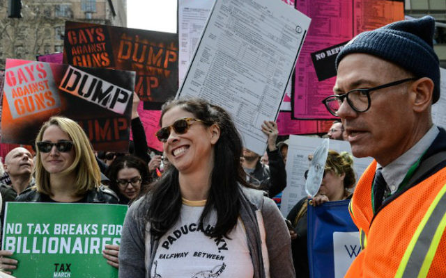 Actress Sarah Silverman participates in a Tax Day protest in New York City, April 15, 2017. (AFP/Stephanie Keith/Getty Images)