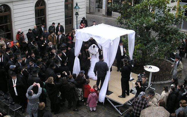 Illustrative: A Jewish wedding with chuppah in Vienna 2007. (CC BY SA 2.5 Gryffindor)