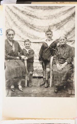 Berta Keller (left), her sons Siegfried (Shimon) and Kurt, and Berta's aunt Esther, Werden, Germany, 1920s (Courtesy Yad Vashem)